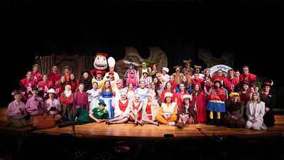 LB Shrek the Musical Group Pictures