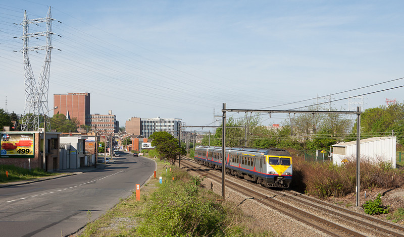AM80 415 passes through Jupille on the way to Maastricht/NL.