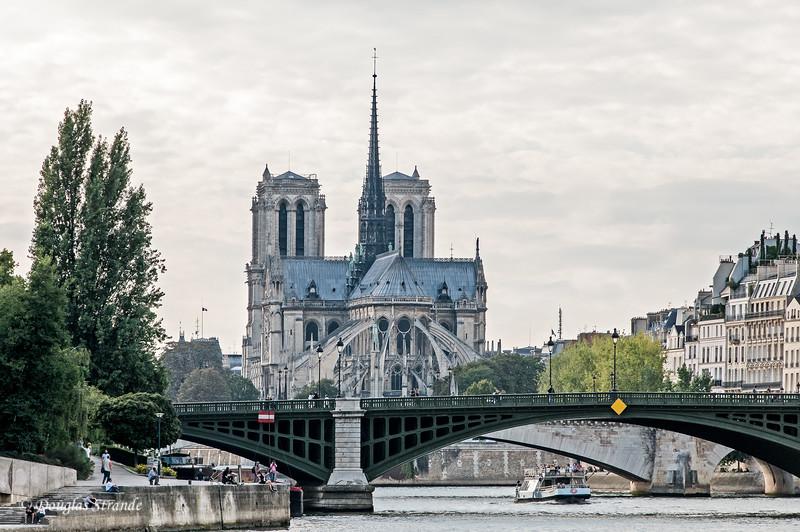 Scenes while cruising on the Seine
