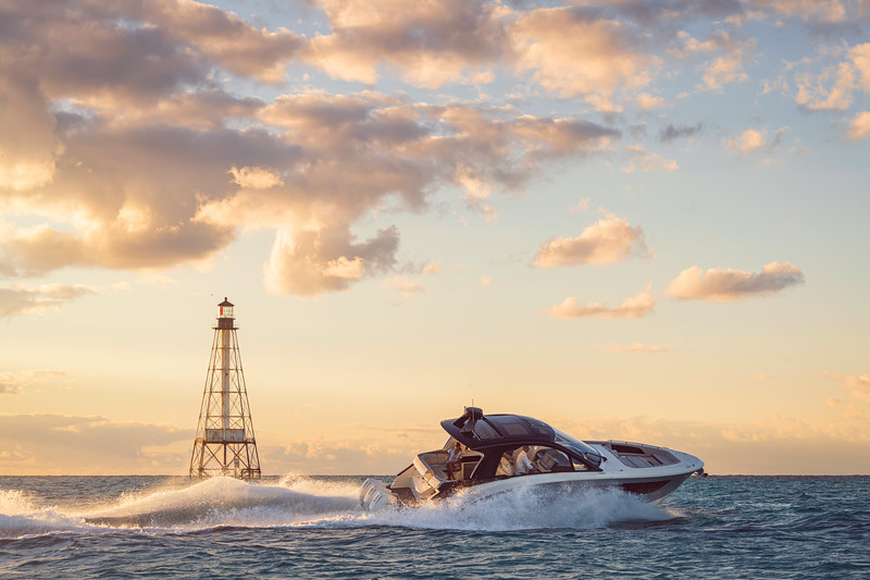 2021-Sundancer-370-Outboard-DAO370-lifestyle-starboard-couple-lighthouse-00757-select.jpg