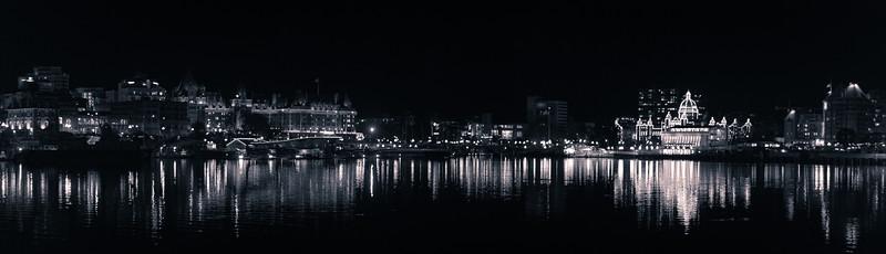 inner harbour at night (b&w)