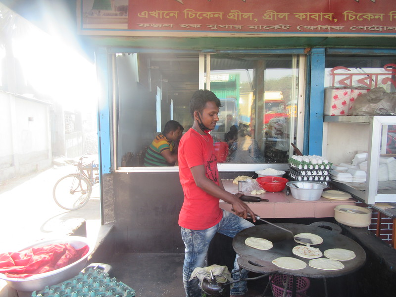 012_Dhaka. Chapati Bread. Flour. Cooked in Oil.JPG
