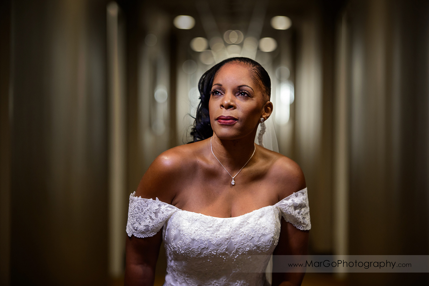 portrait of the bride at Best Western Plus Delta Inn & Suites in Oakley