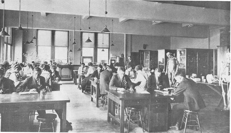 1915 UWL Biology:Chemistry Lab.jpg