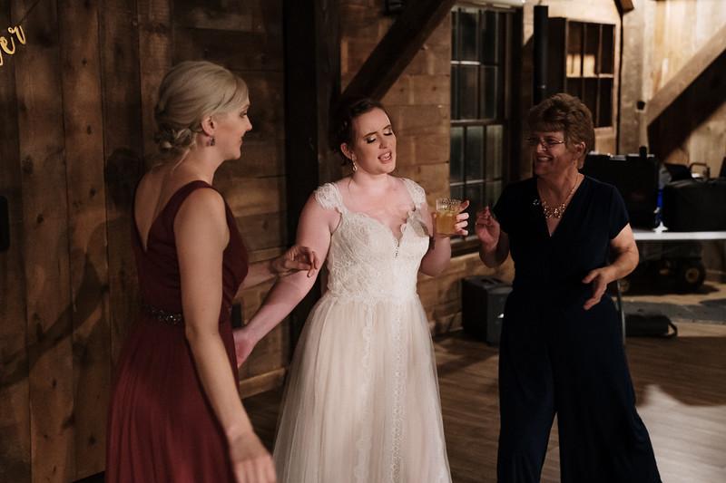 rustic_ohio__fall_barn_wedding-446.jpg