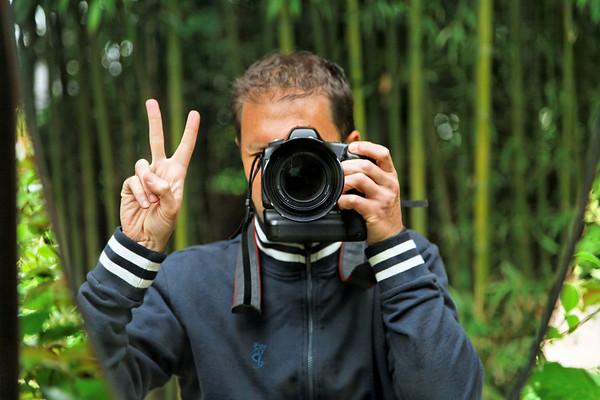 """CM 2009 - Autoportrait dans le jardin """"Beauty Garden""""  du Festival des jardins"""