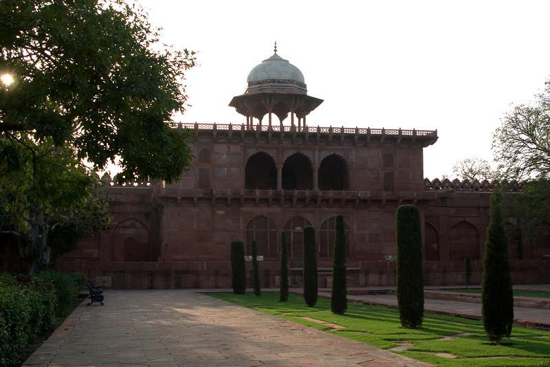 Taj West Gate.jpg
