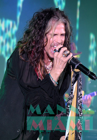 11-2-19 - Steven Tyler Performs