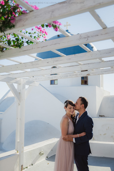 Santorini-post-wedding-photo-shoot-honeymoon-sessio-couples-session--4.jpg
