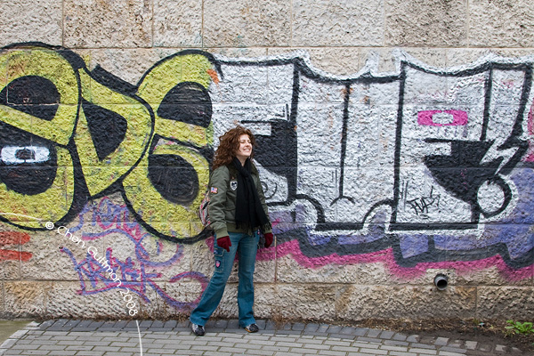 Moran and the local graffiti at the passage underneath the Erzsebet bridge