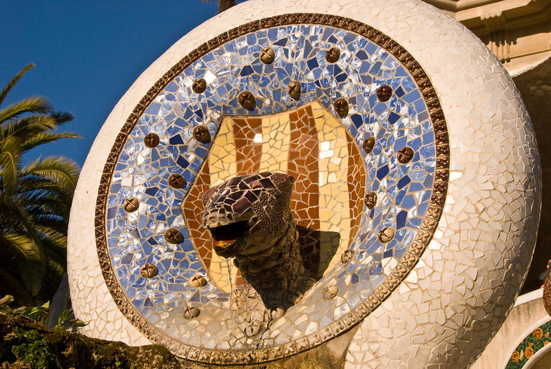Lizard head above the first sculpture at the entrance to Park Güell. (Dec 14, 2007, 10:34am)