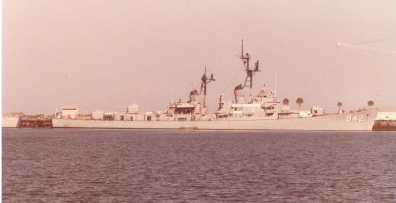 USS BIGELOW pierside in Mayport (002).jpg