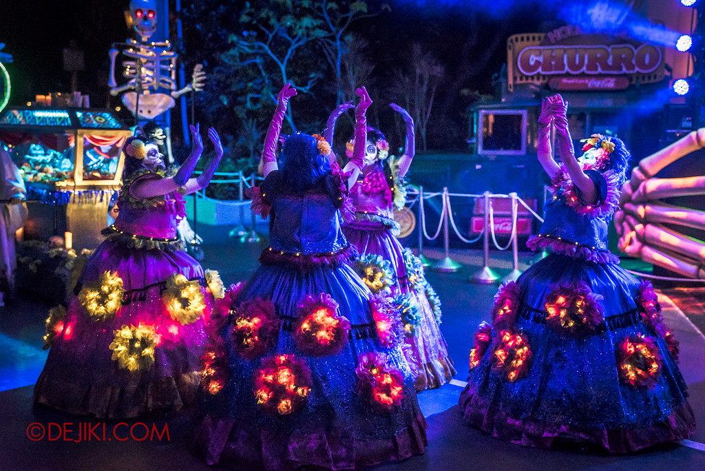 Halloween Horror Nights 6 - March of the Dead / Death March - The Dancers