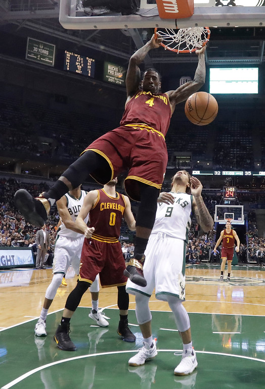 . Cleveland Cavaliers\' Iman Shumpert dunks during the first half of an NBA basketball game against the Milwaukee Bucks Tuesday, Nov. 29, 2016, in Milwaukee. (AP Photo/Morry Gash)