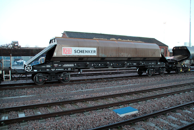 82706956006-4 on 7m62 Hither Green-St.Pancras at Acton 26/01/13.