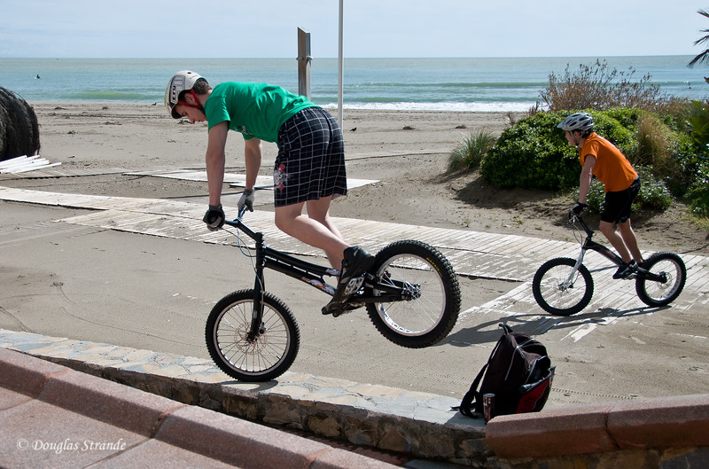 Sat 3/12 in Torremolinos (Costa del Sol): Doing bike tricks
