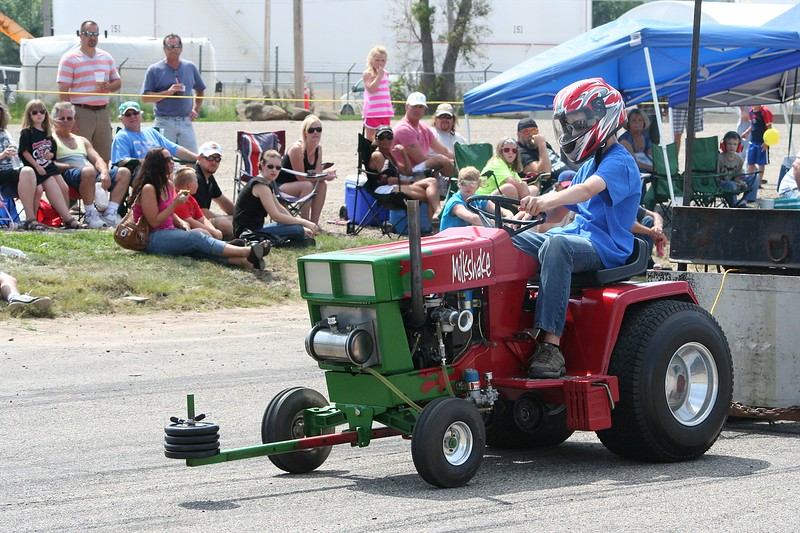 St. Paul Park tractor pull 2013 043.JPG