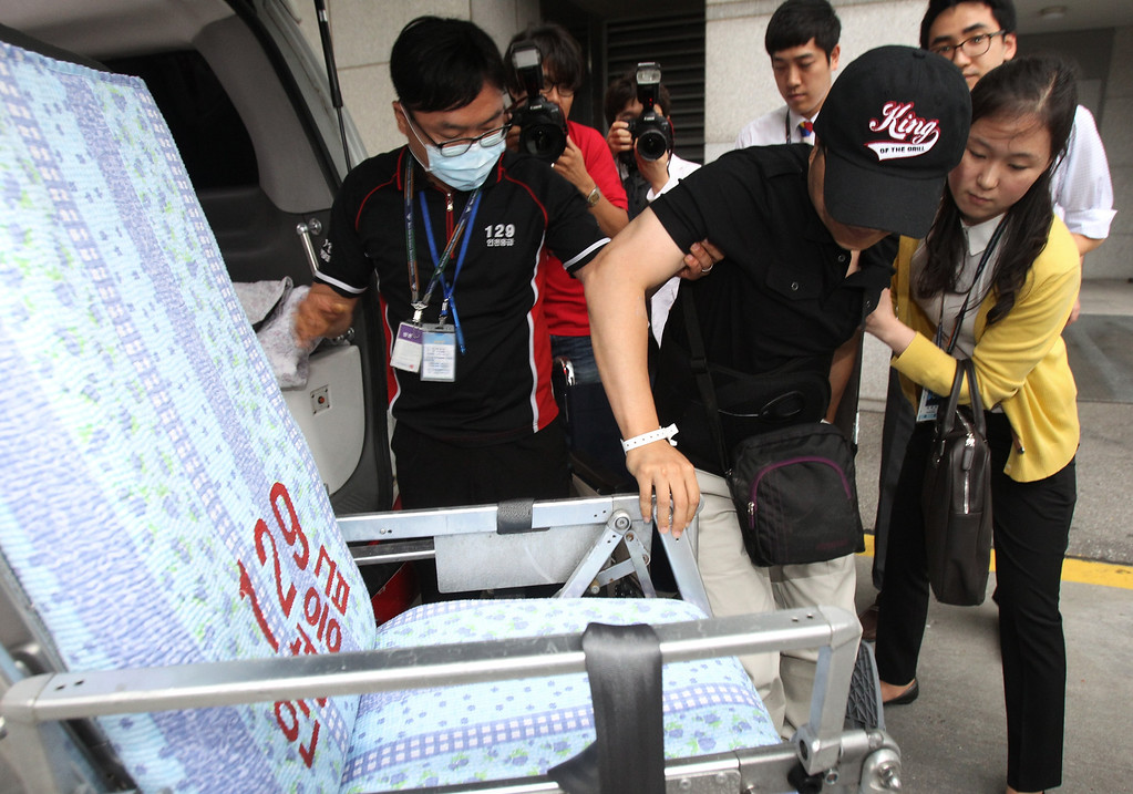 . An injured South Korean passenger, second from right, who was aboard Asiana Airlines Flight 214 when it crashed while landing at San Francisco International Airport on Saturday, is moved to a stretcher upon his arrival at the Incheon Airport in Incheon, South Korea, Wednesday, July 10, 2013. Investigators are trying to understand whether automated cockpit equipment Asiana flight 214\'s pilots say they were relying on to control the airliner\'s speed may have contributed to the plane\'s dangerously low and slow approach just before it crashed. (AP Photo/Ahn Young-joon)