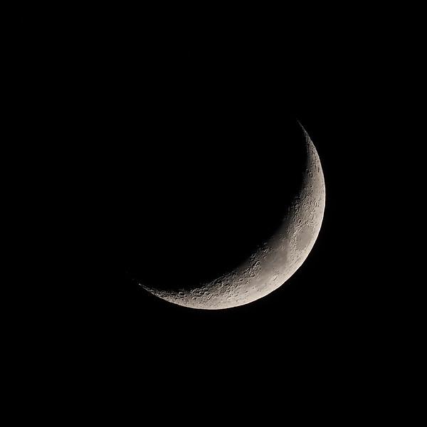 Crescent moon 19% 16th April 2021