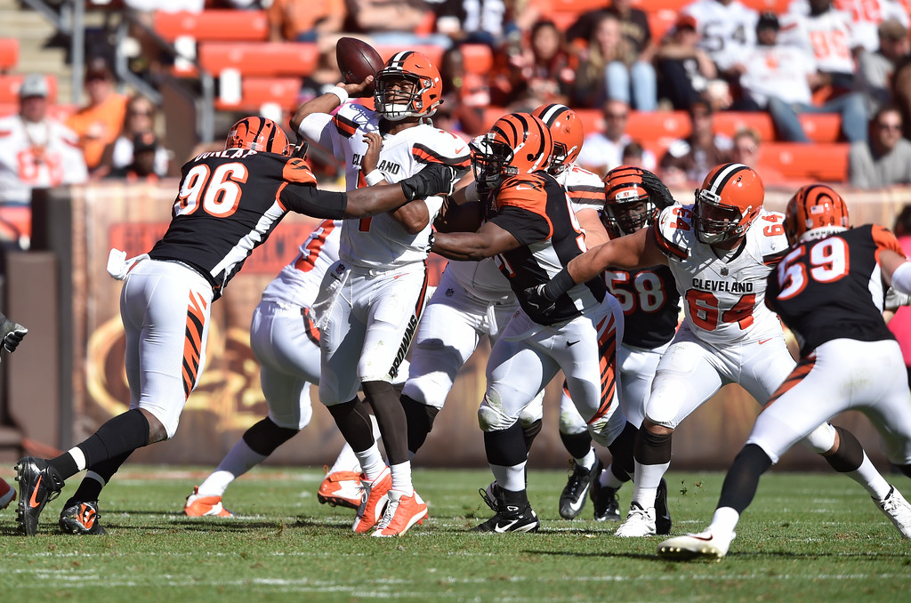 . Cleveland Browns quarterback DeShone Kizer (7) is pressured in the second half of an NFL football game against the Cincinnati Bengals, Sunday, Oct. 1, 2017, in Cleveland. (AP Photo/David Richard)