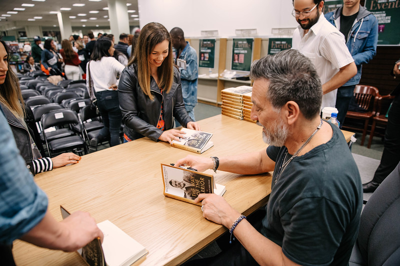 2019_2_28_TWOTW_BookSigning_SP_698.jpg