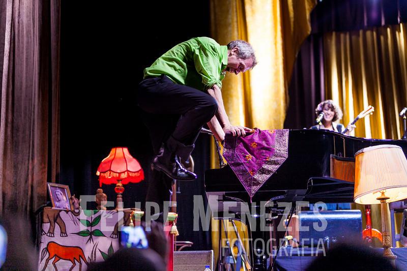 Hugh Laurie_Site_073.jpg