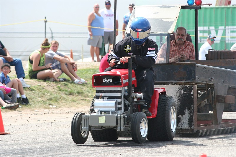 St. Paul Park tractor pull 2013 048.JPG