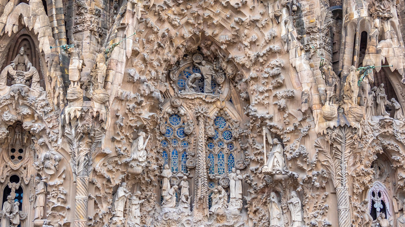 0240 Gaudi Sagrada Familia 16x9.jpg