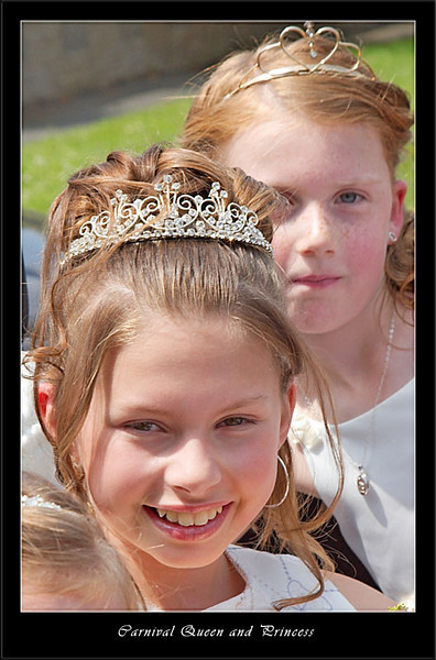 Carnival Queen and Princess setting out (80226287).jpg