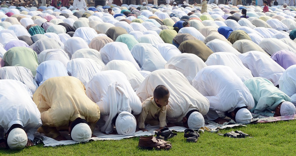 . Indian Muslim devotees pray during the festival of Eid al-Adha at Feroz shah Kotala Palace ruins in New Delhi on October 16, 2013.   AFP PHOTO/ RAVEENDRAN/AFP/Getty Images