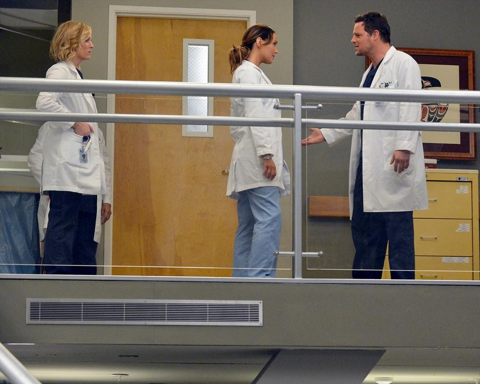 ". GREY\'S ANATOMY - ""You\'ve Got To Hide Your Love Away\"" (ABC/Eric McCandless) JESSICA CAPSHAW, CAMILLA LUDDINGTON, JUSTIN CHAMBERS"
