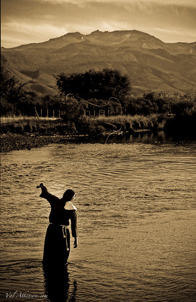 sister mary throwing some trick casts on the malleo river, argentina