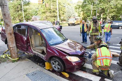 Vehicle Hangs in Balance After Mastic Crash [10.04.19]