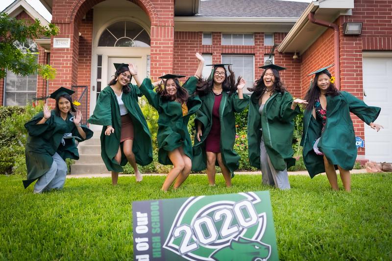 20200521_sarah-friends-connally-graduation_100.jpg