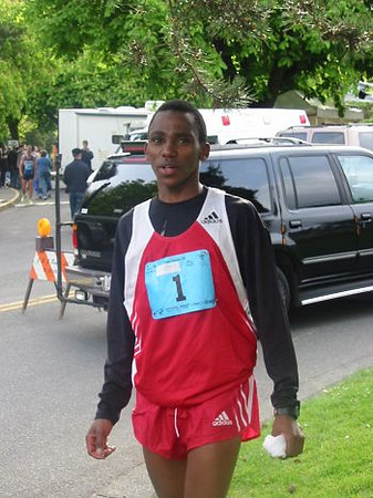 2003 Times-Colonist 10K - Top seed Joseph Nsengiyumva finished 3rd this year