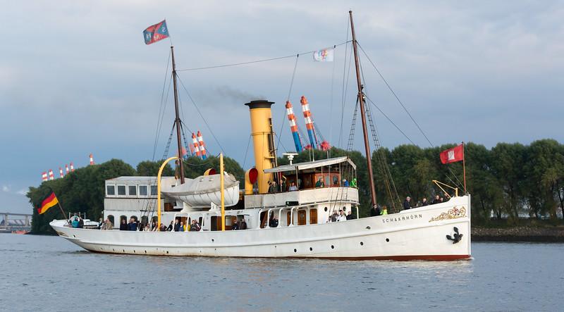 Dampfschiff Schaarhörn auf der Elbe in Hamburg