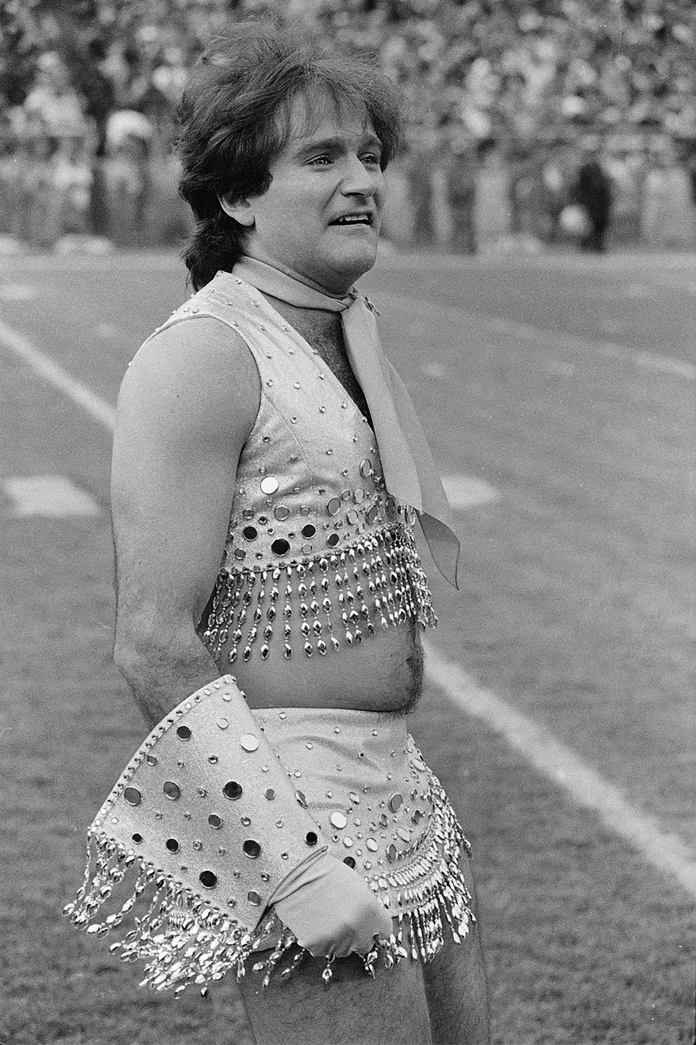 ". Comedian Robin Williams dons a Broncos\' Pony Express cheerleader outfit and joins the girls in filming an episode for the television show ""Mork & Mindy\"" at Denver\'s Mile High Stadium, Nov. 12, 1979.  (AP Photo)"