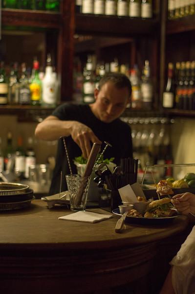 behind-the-bar_15428896791_o.jpg