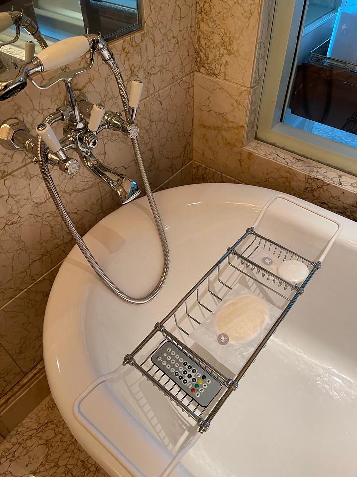 Caroline Astor Suite Bath Tub