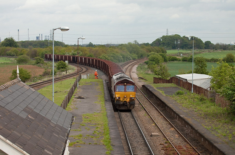 EWS 66013 with the 6T25 13:29 Immingham-Santon loaded iron ore approaches Brocklesby Junction.