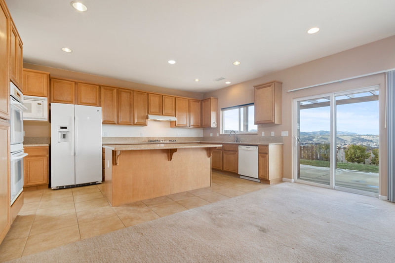 299 Montebello Oaks 13 Kitchen.jpg