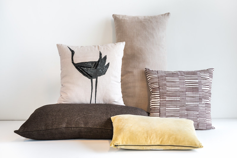 UNC cushion Linen Comporta Graymorn + UNC cushion Jute Slate black + UNC cushion Tsuru + UNC cushion Vintage velvet Pampas