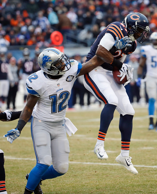 . Chicago Bears\' Sherrick McManis (27) recovers the ball after Detroit Lions\' Jeremy Ross (12) muffed the catch on a Bears punt in the first half of an NFL football game Sunday, Dec. 21, 2014, in Chicago. (AP Photo/Charles Rex Arbogast)
