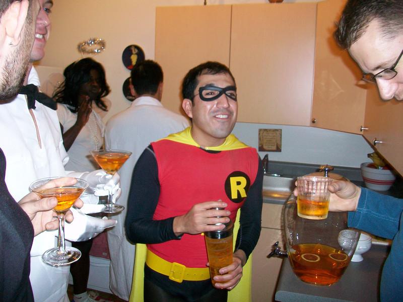 9 - Robin serving drinks.JPG