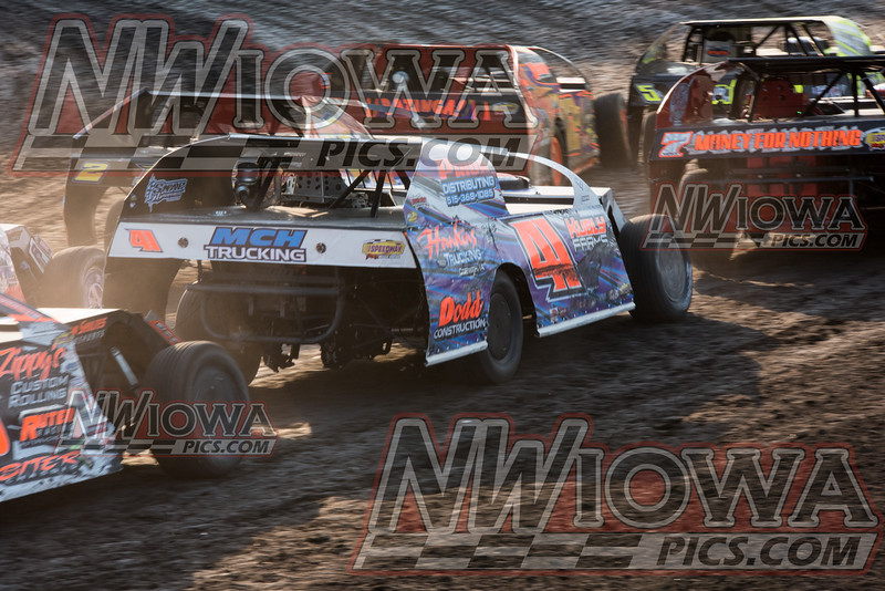 6/9/2016  Hawkeye Dirt Tour  and weekly racing