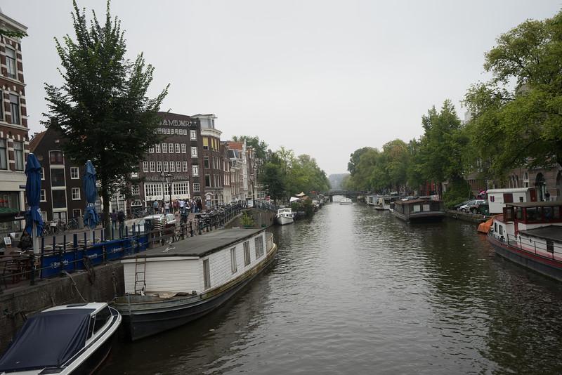 09-17-16 DSC01204 Amsterdam Along walk.jpg