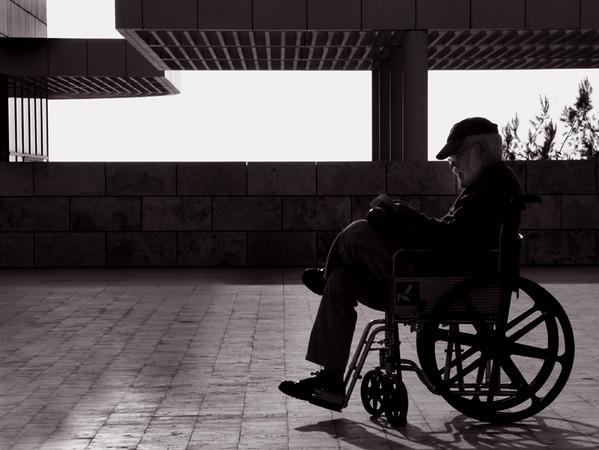 wheelchairdec2905smalldark.jpg