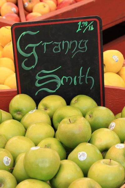 Granny Smith apples 4 sale 8663.jpg