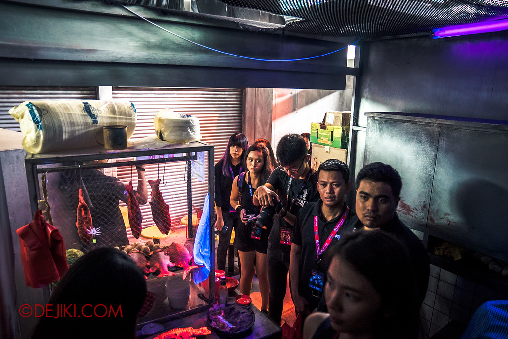 Halloween Horror Nights 6 Behind The Screams BTS Tour 2016 / Hawker Centre Massacre haunted house lights-on tour / walking around in the day