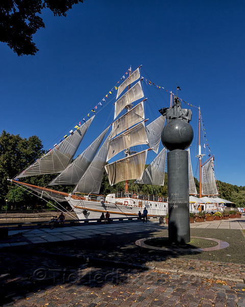 """The Barquentine """"Meridianas"""""""